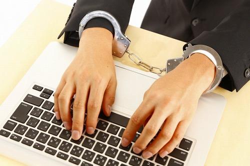 誹謗中傷した人は逮捕される?ネットやSNSでの悪口も罪になる?