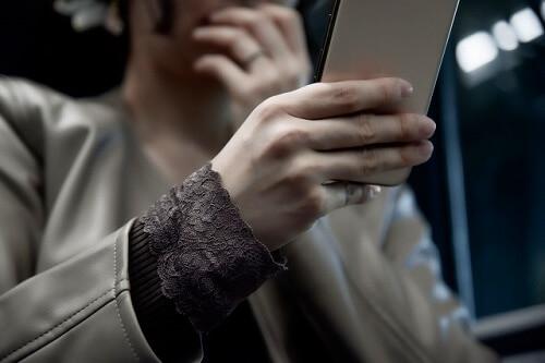 インターネットで誹謗中傷の書き込みや投稿があったらどうする?加害者を罪に問える?